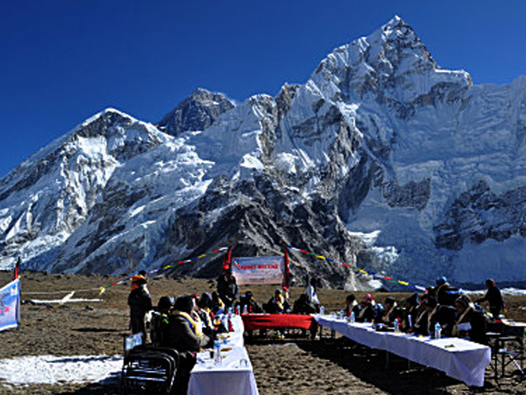 cabinet-meeting-everest